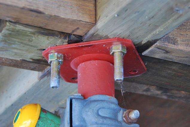 ボルトで基礎と土台をしっかり連結