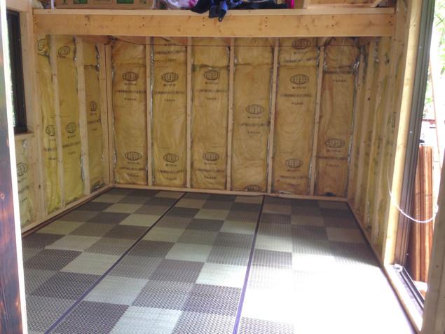 [セルフビルド・DIY]6畳の自作小屋:外装・内装