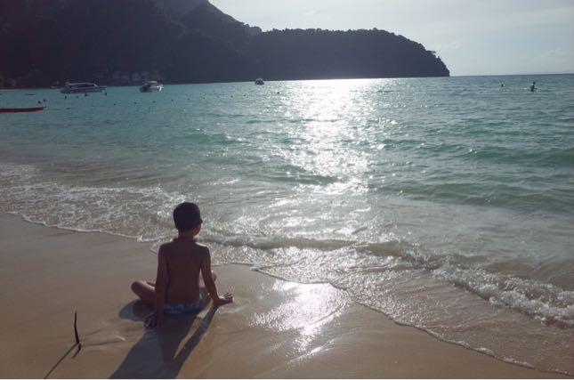 サトゥーンとクラビの海