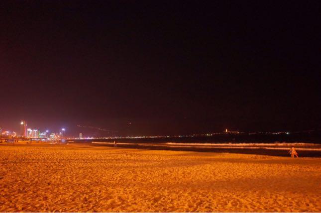 ダナンで感じる夜風と波の音